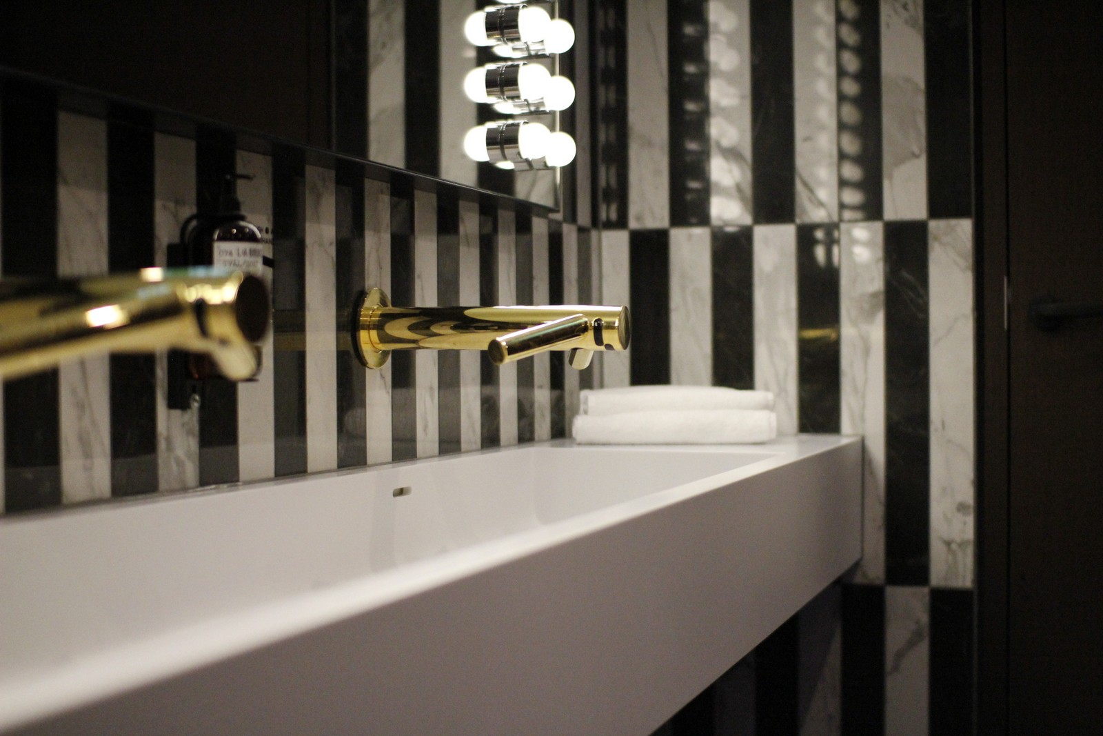 the fritz hotel duesseldorf gents club germany. Black Bedroom Furniture Sets. Home Design Ideas